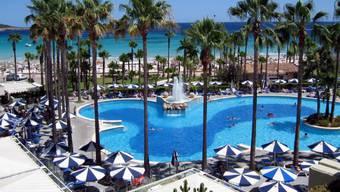 Eine Hotelanlage in Mallorca. Die Hoteliers der spanischen Ferieninsel wehren sich gegen die neue Touristensteuer. (Archiv)