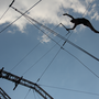 Die Kompanie Volem Volar aus Spanien lädt die Festivalbesucher auf dem Barfi zum Fliegen ein.