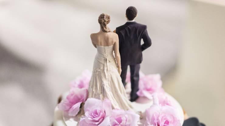 Paare lösen vermehrt ihre Heirat auf, bleiben aber weiterhin zusammen. (Symbolbild)