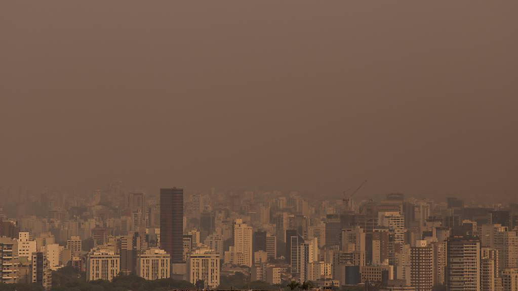 Rauchwolken ziehen über Sao Paulo, als das Pantanal, das weltgrösste Feuchtgebiet, in Flammen steht. Das Feuer soll in diesem Jahr bereits zehn Prozent des Pantanals zerstört haben.