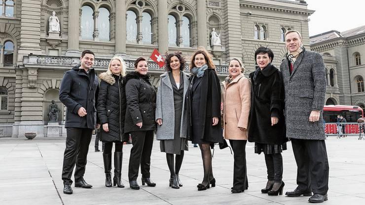 Die Neuen aus dem Aargau an ihrem ersten Tag in Bern: Benjamin Giezendanner (SVP), Lilian Studer (EVP), Stefanie Heimgartner (SVP), Gabriela Suter (SP), Maja Riniker (FDP), Martina Bircher (SVP), Marianne Binder (CVP) und Jean-Pierre Gallati (SVP, von links).