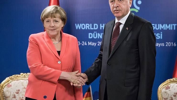 Es seien noch weitere Gespräche nötig, sagte die deutsche Kanzlerin Angela Merkel nach einem Treffen mit dem türkischen Präsidenten Recep Tayyip Erdogan in Istanbul.
