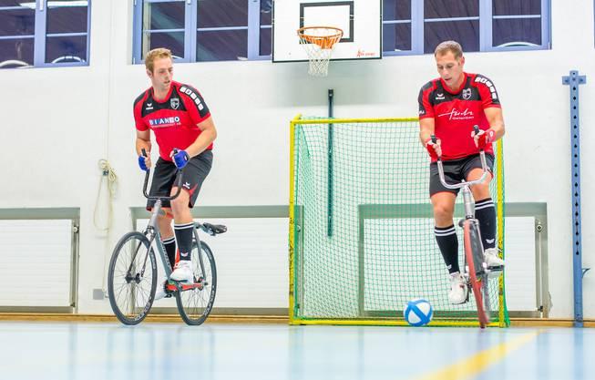 Stefan Lützelschwab ist mit 41 Jahren der älteste Radballer in der NLA.