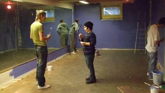 Jugendliche aus dem Kappelerhof wollen ihre Träume umsetzen – wie hier 2009 im Meierhof bei der Gestaltung des Jugendraums.  zvg