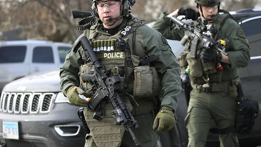 Mehrere Polizisten wurden beim Eintreffen am Tatort vom Schützen beschossen und verletzt.