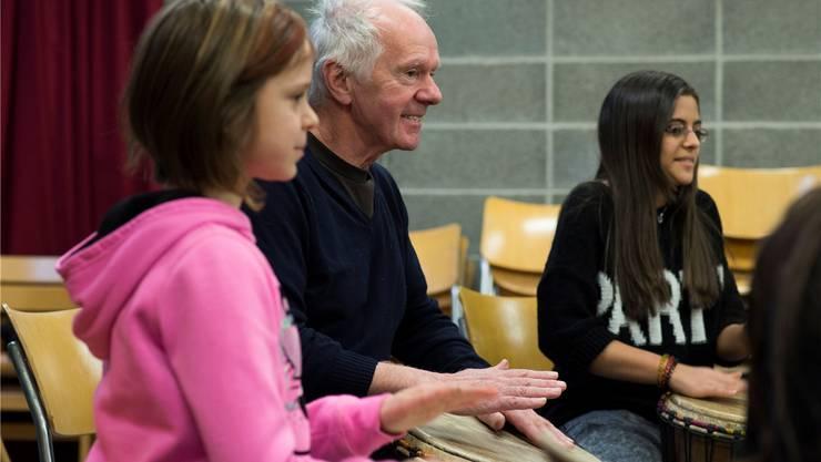 Pierre Favre ist nicht nur ein meisterlicher Perkussionist, sondern auch ein einnehmender Pädagoge. Alex Spichale