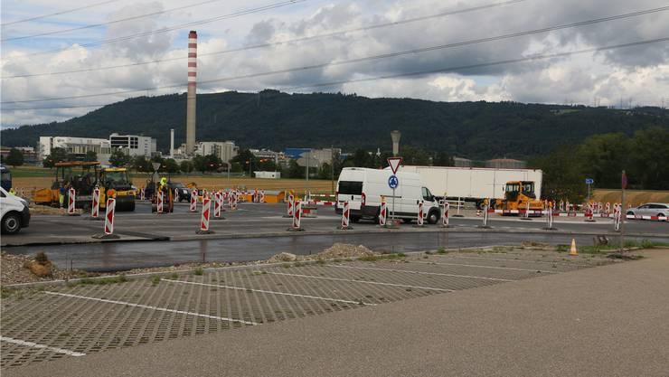 Im Oktober sollen die Arbeiten am Kreisel beim Autobahnzubringer abgeschlossen werden.