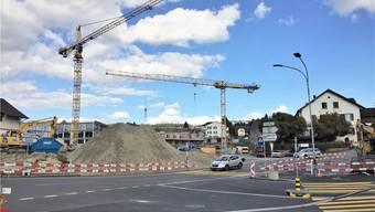 Im Zentrum werden derzeit sechs Mehrfamilienhäuser realisiert. Nun liegt ein Baugesuch für acht weitere Wohngebäude auf. ces