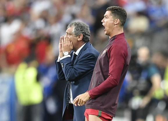 Ein zukünftiges Trainergespann? Santos (l.) und Cristiano Ronaldo (r.) treiben die Portugiesen zum Europameistertitel.