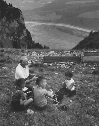 Rast am Wanderweg zwischen dem Hohen Kasten und der Saxerlücke mit Blick ins Rheintal.