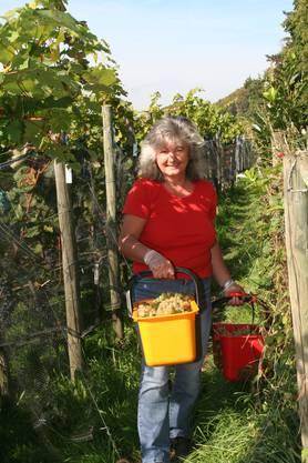 Willkommene Hilfe: Nachbarin Rita Küng im Einsatz.