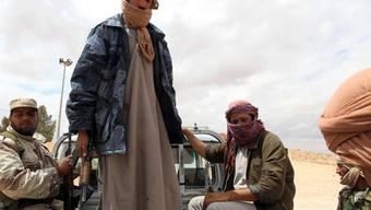 Gegen Gaddafi kämpfende Stammesangehörige in Libyen