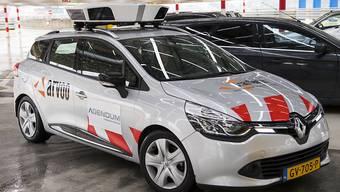 In Genf werden bis Ende November Scan-Autos geprüft, die Parksünder rascher aufspüren sollen.