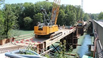 Von den beiden Autobrücken aus kann man die Bauarbeiten gut beobachten.