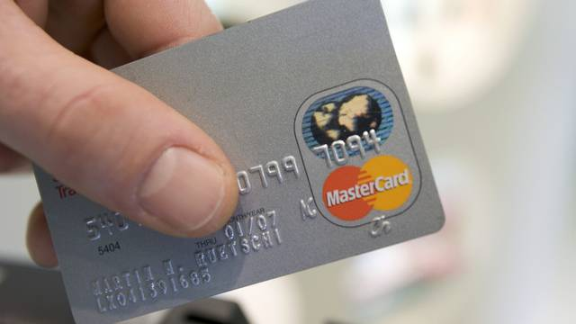 Der Mann aus Eritrea konnte die Kreditkarte entreissen, aber nicht damit flüchten. (Archiv)
