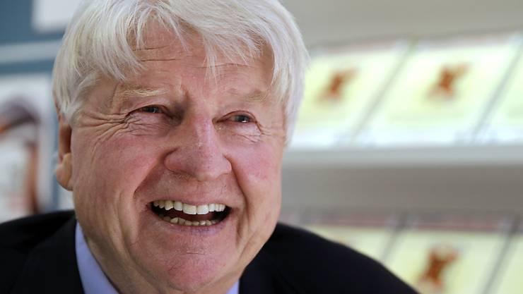 """Thrillerautor Stanley Johnson, Vater des britischen Aussenministers, geht ins britische Dschungelcamp. Was genau das ist, weiss er nicht, aber er geht davon aus, dass es """"easy peasy"""" zu bewältigen ist. (Archivbild)"""