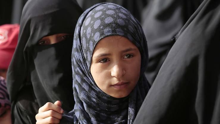 Anstehen für Lebensmittel in Sanaa.