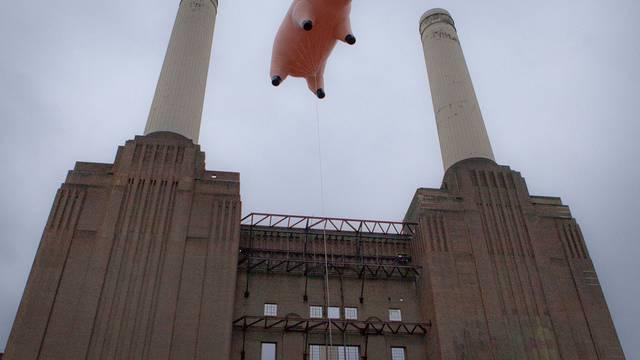 Algie-Kopie über dem Battersea-Kraftwerk