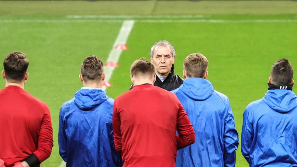 Marcel Koller stimmt sein Team auf das Europa-League-Geisterspiel in Frankfurt ein.