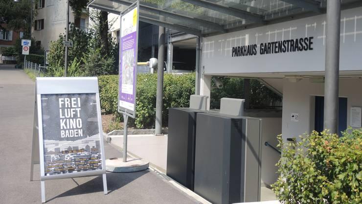 250 Plätze gibt es im Freiluftkino Baden auf dem Dach des Parhauses Gartenstrasse.