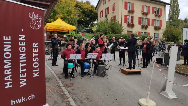 Harmonie Wettingen-Kloster live am Herbstmarkt auf der Klosterhalbinsel
