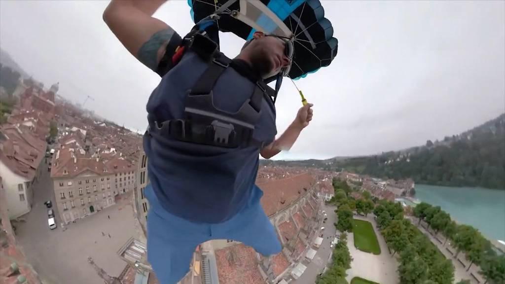 Illegaler Adrenalinkick: Basejumper springt vom Berner Münster