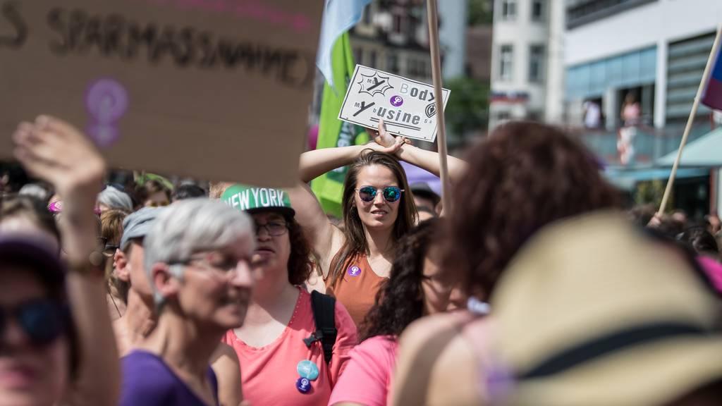 «Wut»: Feministischer Streik rechnet mit Kapo St.Gallen ab