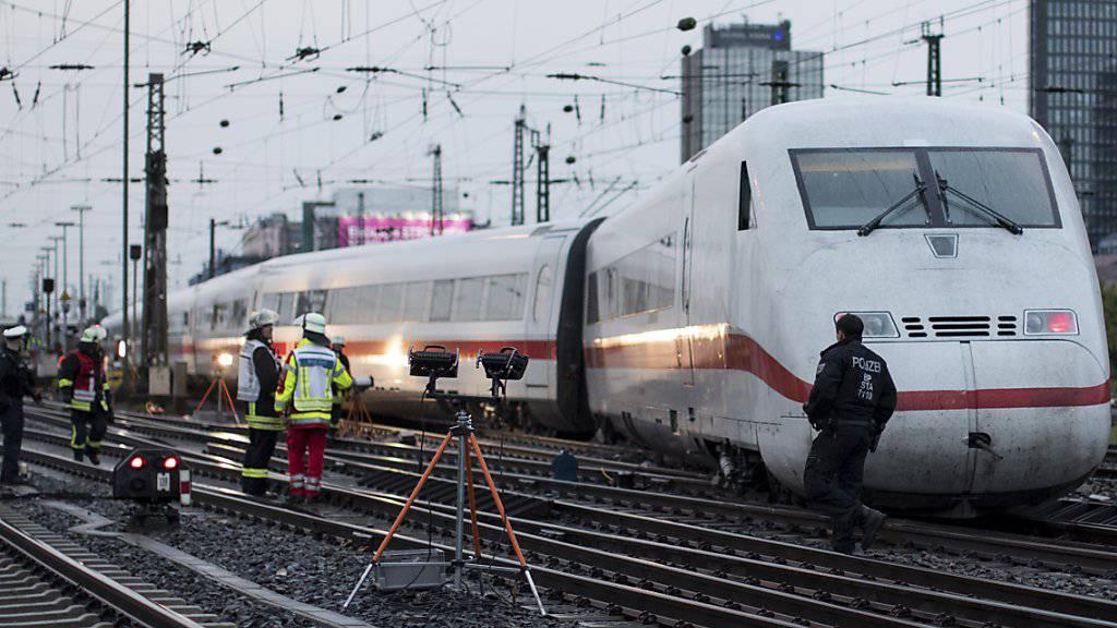 Zwei Verletzte und erhebliche Schäden: In Dortmund entgleist ein ICE.