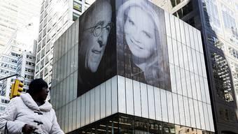 Der Immobilien-Mogul Harry Macklowe hat die Liebe zu seiner neuen Ehefrau mit einer besonderen Aktion in New York untermauert.