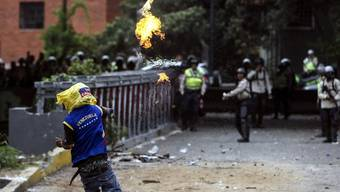 Die gewaltsamen Zusammenstösse zwischen Regierungsgegnern und Sicherheitskräften fordern immer mehr Opfer: 20 Menschen wurden in den vergangenen drei Wochen getötet.