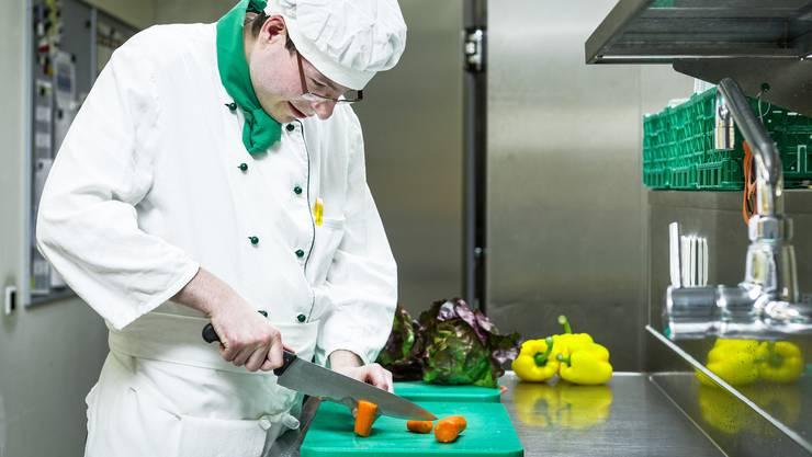 Ein Ziel hat Francis schon erreicht Ab August kocht der 19-Jährige nicht mehr in der Stiftung Lebenshilfe, sondern in der Küche des Restaurants Traube.