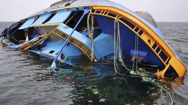 Ein gekentertes Flüchtlingsboot vor Tunesien