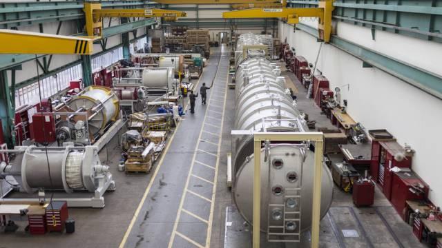 Blick in die Fabrikhalle von Bucher in Niederweningen ZH (Archiv)