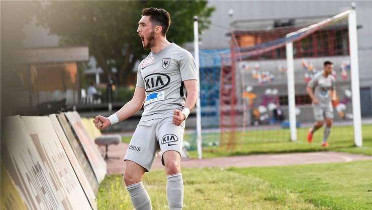 Jubel trotz durchzogener Leistung: Petar Misic bejubelt am Donnerstagabend in Chiasso seinen Treffer, der zum 1:0-Sieg seines FC Aarau reicht.