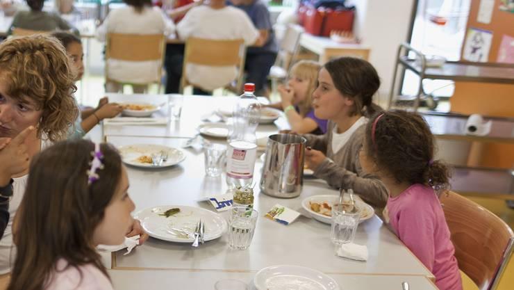Nach Gemeindepräsident Patrick Schlatter könnte es sein, dass ein Mittagstisch heute genug erwünscht wäre. (Symbolbild)