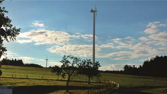 Horben, Blick ab Standort Schloss: Zwischen den zwei Windrädern links ist der heute stehende Windmessmast zu erkennen.