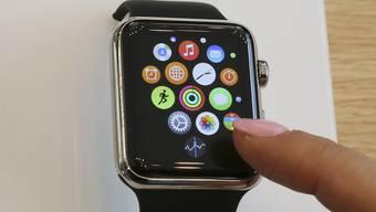 Die Smartwatch macht den Platz am Handgelenk streitig, Im Bild: die Apple Watch.