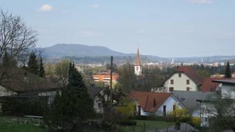 Sicht auf Kölliken mit der Kirche