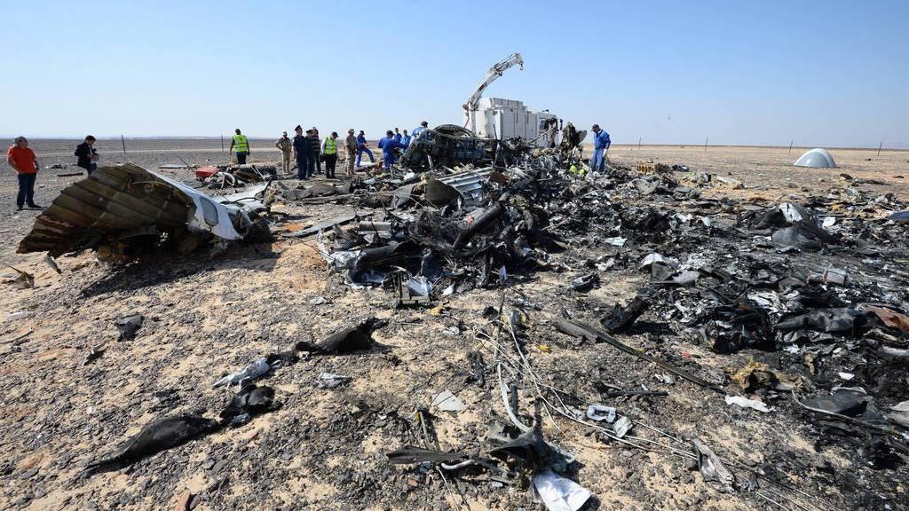 Trümmer des in Ägypten abgestürzten russischen Flugzeugs (AP)