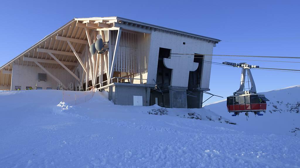 Das Gipfelgebäude von Herzog & de Meuron auf dem Chäserrugg im Skigebiet Toggenburg. Die Stiftung Landschaftsschutz Schweiz  hat den Toggenburg Bergbahnen als Vorreiterin für Baukultur im Alpentourismus  den Preis «Landschaft des Jahres 2021» verliehen. (Archivbild)