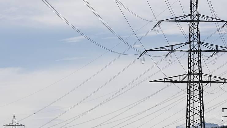 Die neuen Regeln zum Um- und Ausbau der Stromnetze gelten ab diesem Sommer. Damit sollen Engpässe vermieden werden. (Symbolbild)