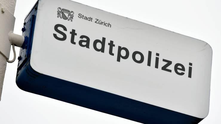 Nach der Kontrolle eines Mannes stellte die Stadtpolizei in seiner Wohnung diverse Drogen sicher. (Symbolbild)