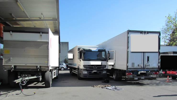 Auf diesem Firmenareal wurde ein 43-jähriger Mann von einem Lastwagen angefahren und schwer verletzt.