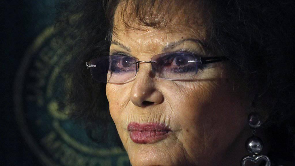 Claudia Cardinale hat keine Probleme mit ihren Falten, es sind eh nur Lachfalten, findet die 77-Jährige (Archiv Sept. 2015).