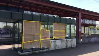 An den Bahnhöfen der Region – wie hier in Neuenhof – werden immer wieder sinnlos Scheiben eingeschlagen.