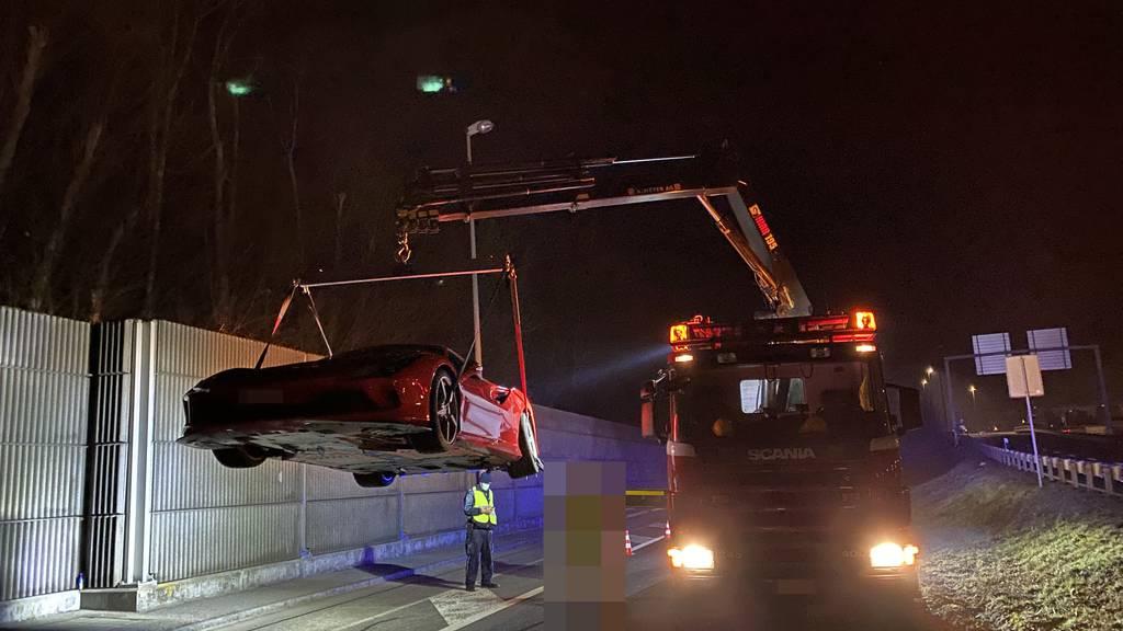 19-Jähriger baut mit Ferrari Unfall