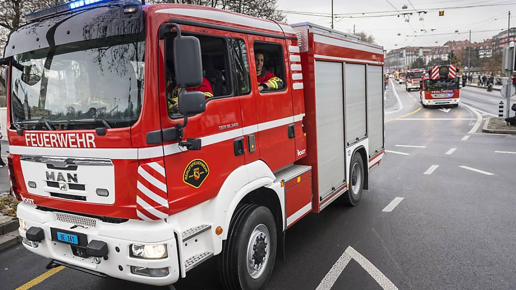 Mann nach Wohnwagenbrand tot aufgefunden - Frau schwer verletzt