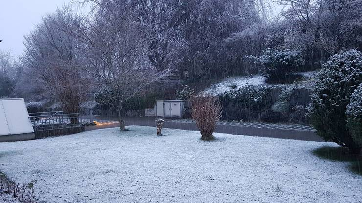 In Menziken bleibt der Schnee auch langsam liegen. Danke Daniela für das tolle Foto.