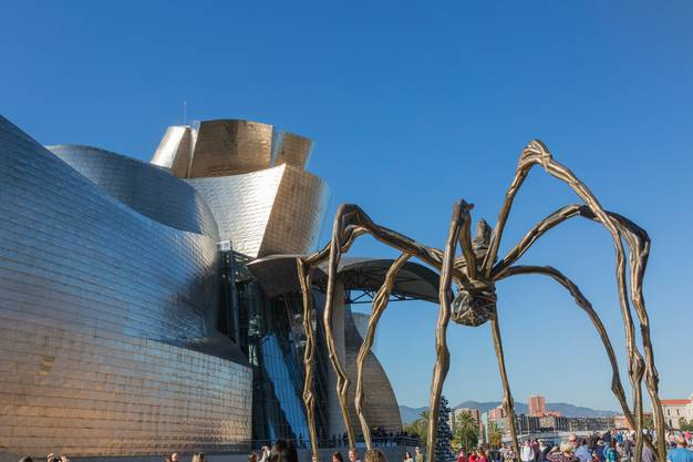 «Maman»: die bronzene Riesenspinne in Bilbao. Bild: Getty
