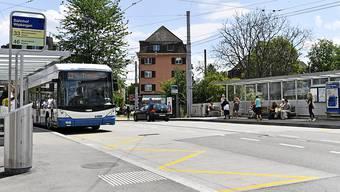 Bei der Planung von Verkehrswegen soll der öffentliche Verkehr im Kanton Zürich künftig immer bevorzugt werden. (Archivbild)